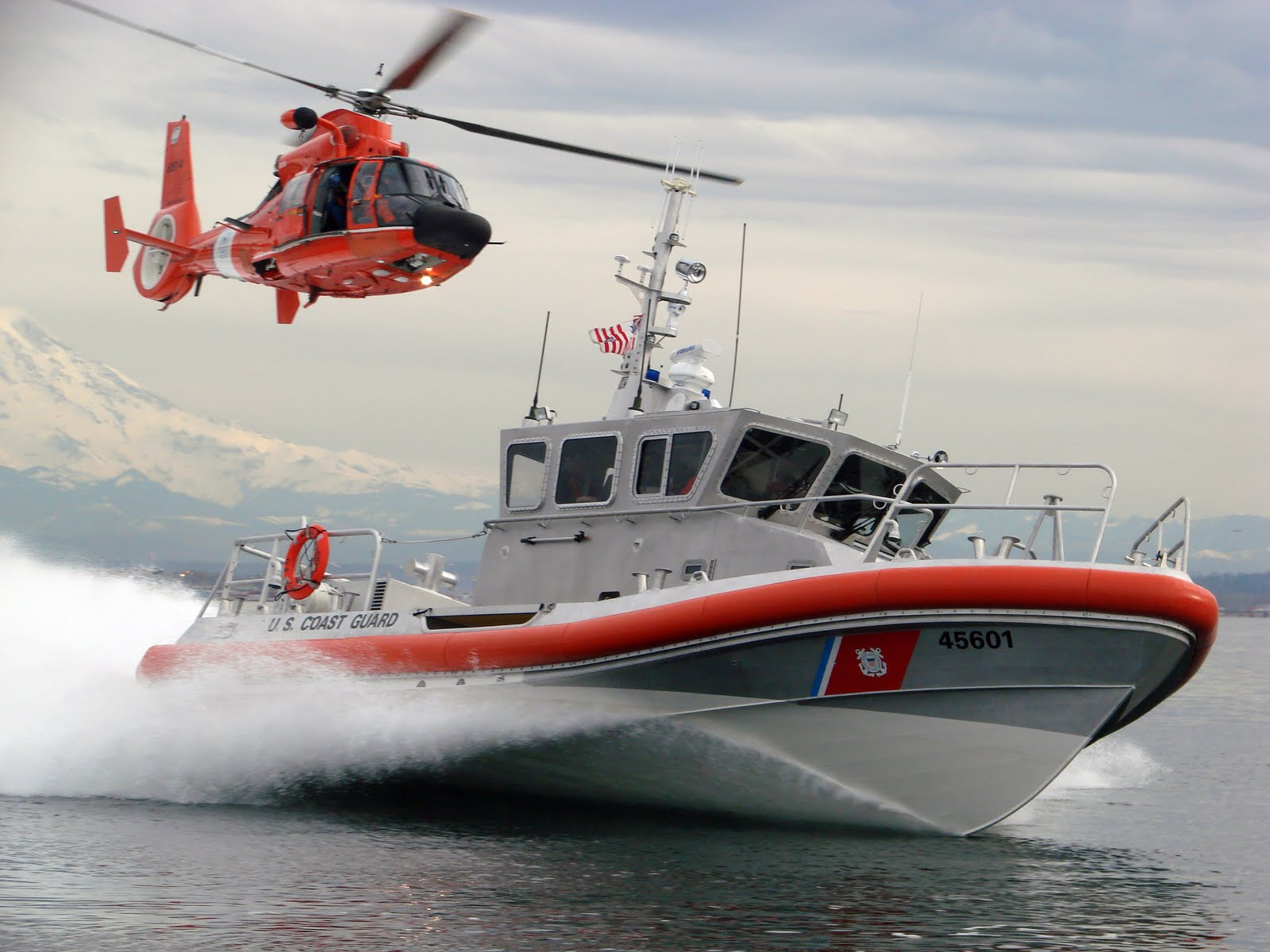 coast-guard-helo-vessel